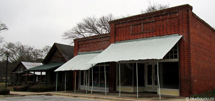 The Walking Dead location in Sharpsburg, Georgia: the pharmacy in which Maggie & Glenn first have sex in.